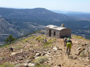 Starting the descent down past the Fire lookout cabin from Signal Peak